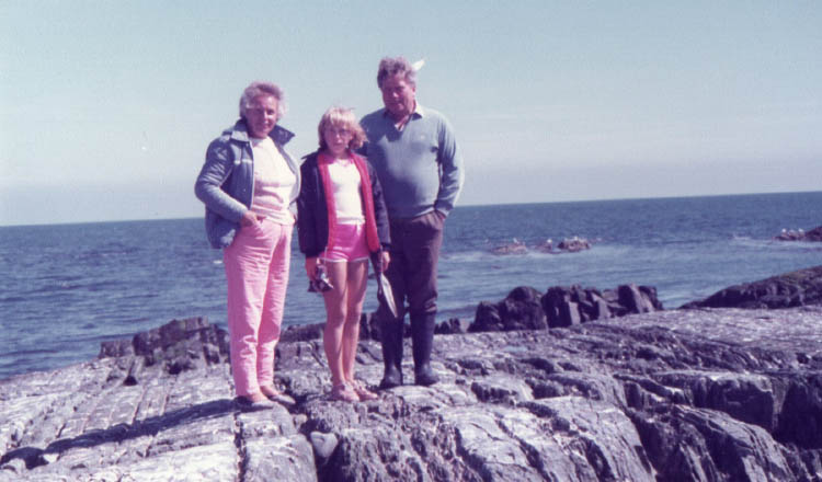 Ruth with her parents on a day out in the coast in 1983