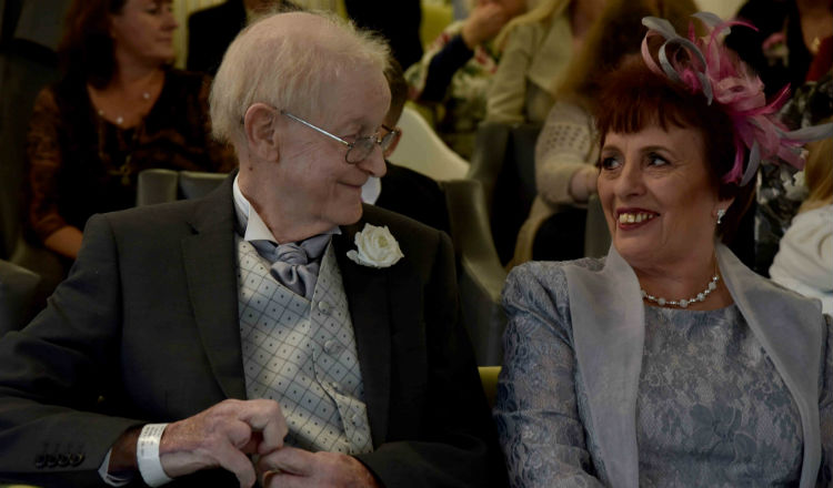 Couple tie the knot at Marie Curie hospice